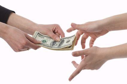 ¿Qué harías si un buen colega te pide ayuda económica?