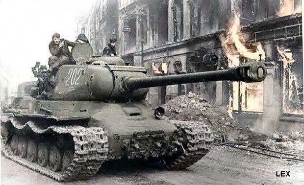 ¿De cuántos milímetros era la munición empleada por el tanque ruso IS-2?
