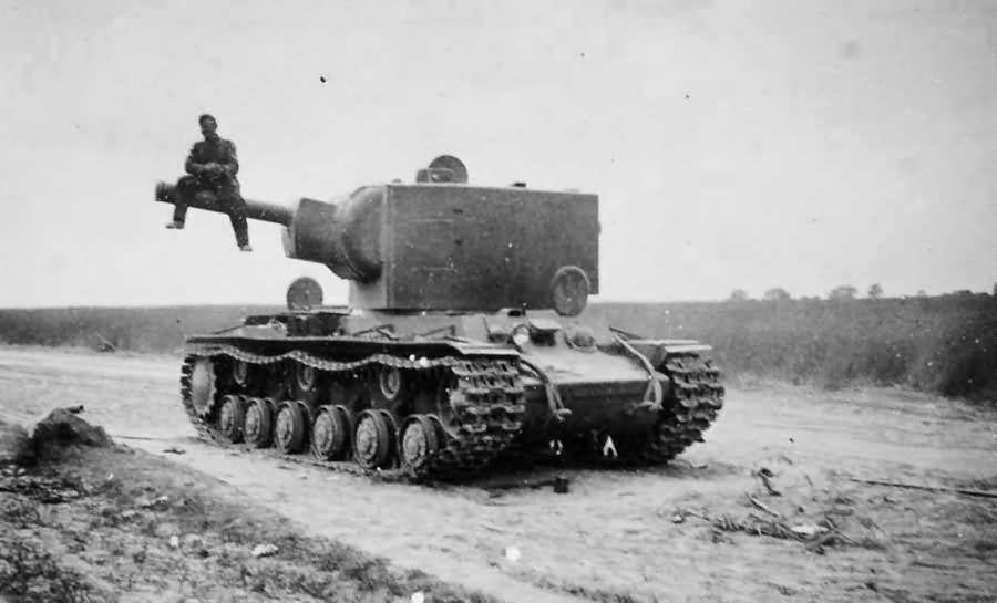 Este es el KV-2, un colosal tanque ruso fabricado en 1939,pero: ¿qué significa eso de KV?