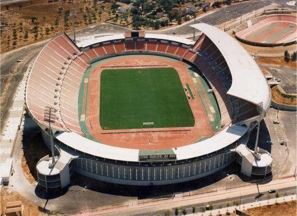 ¿Cuál es el estadio con más capacidad para albergar aficionados?