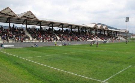 Si no tenemos en cuenta Lezama, ¿cuál es el estadio con menos capacidad?