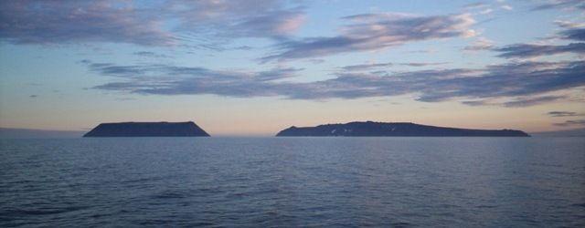 Estas dos islas forman una frontera. ¿A qué respectivos países pertenecen cada una de ellas?