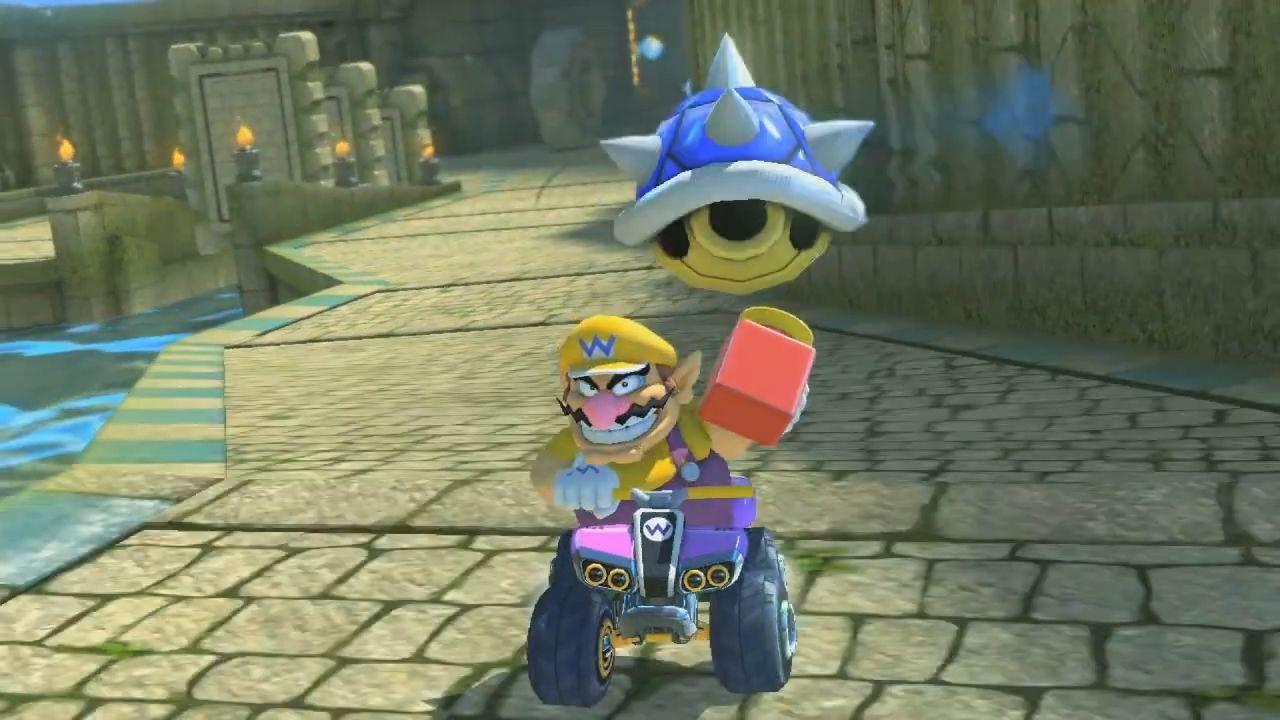 ¿Cuál de los siguientes objetos apareció por primera vez en Mario Kart 7?