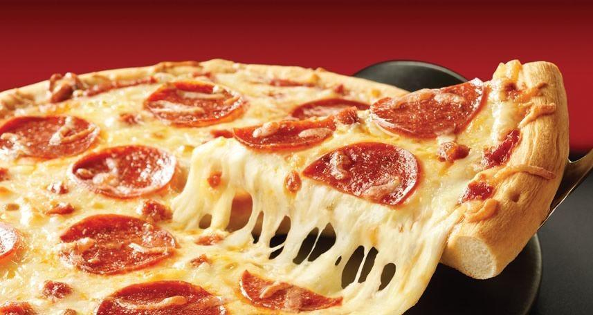 Estás comiendo pizza con un amigo y sólo queda una porción. ¿Qué haces?