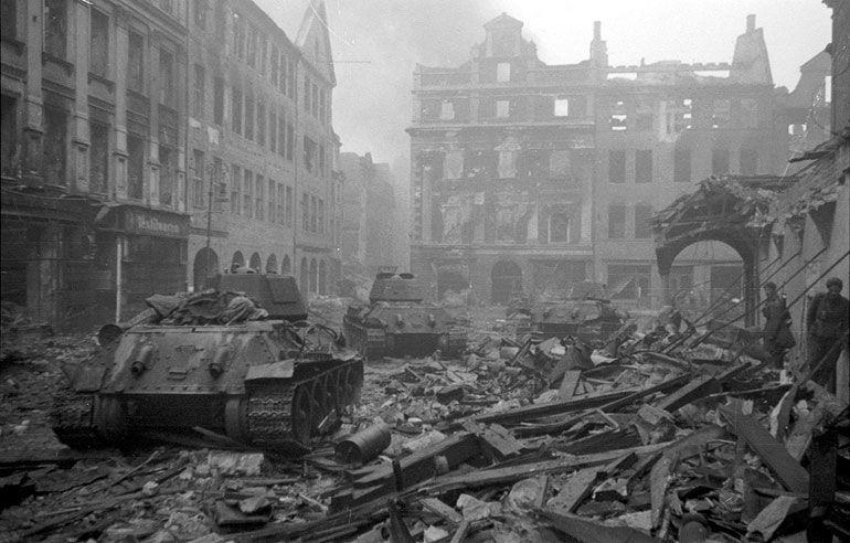 Pese a la propaganda barata de Hollywood, ¿quién realmente (en general) fue la causante de la caída del Tercer Reich?