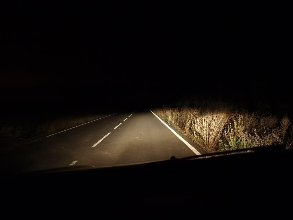 Vas conduciendo de noche en tu coche por una carretera inhóspita, cuando de repente te quedas sin gasolina y tu coche se para