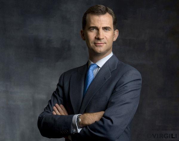 El jefe del estado hace de moderador en la política, jefe del ejercito y de embajador de España ¿Debe tener más poderes?