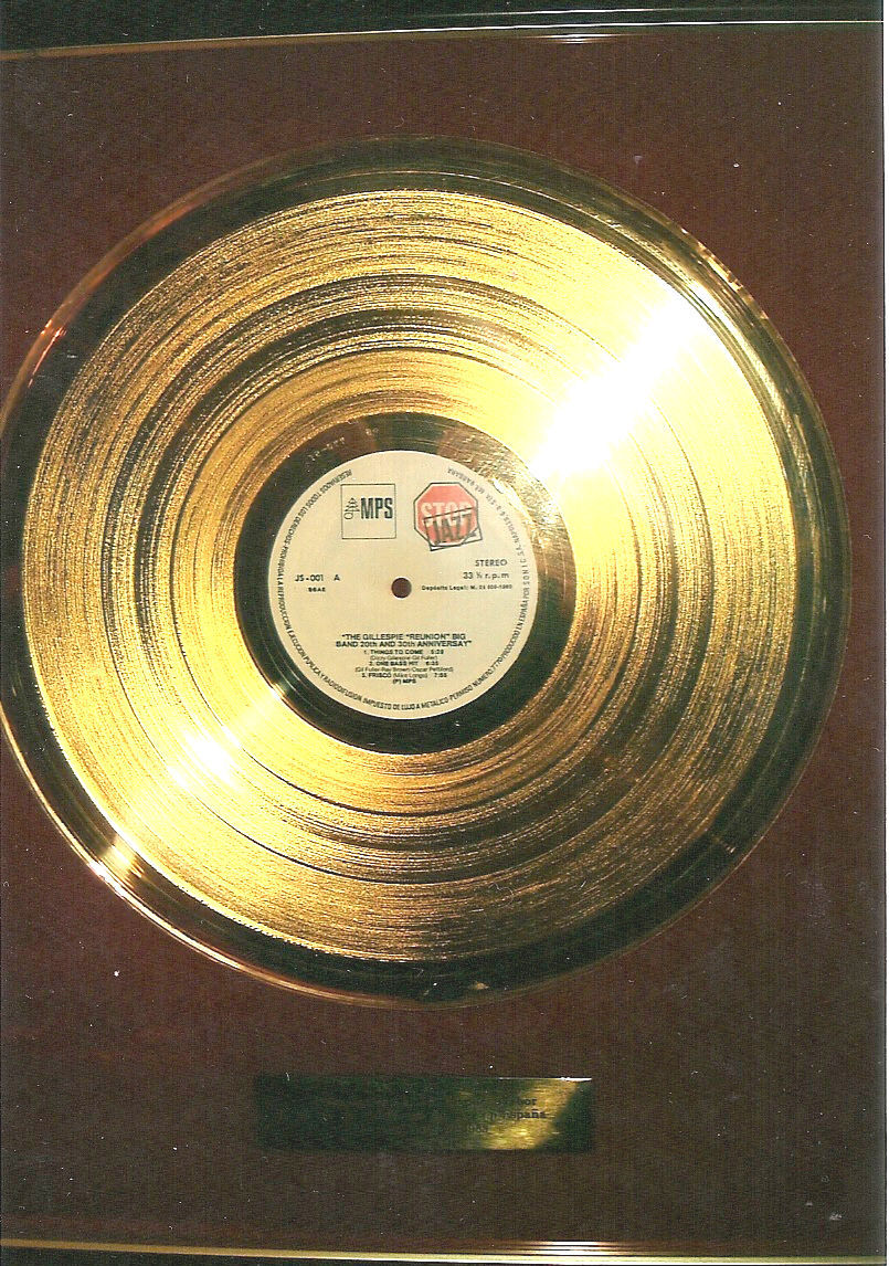 ¿Cuál de los siguientes raperos/grupos consiguió un disco de oro después de Violadores del Verso?