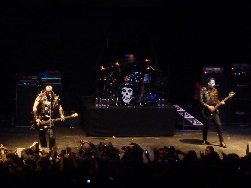 Encuentra al infiltrado ¿Cuál de estás canciones no es del grupo de Horror Punk The Misfits?