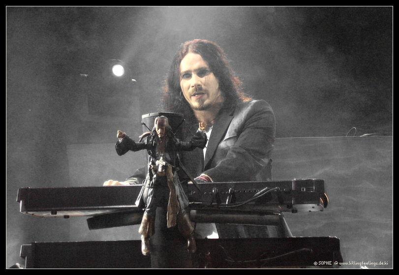 ¿En qué otro proyecto es compositor y tecladista Tuomas Holopainen?
