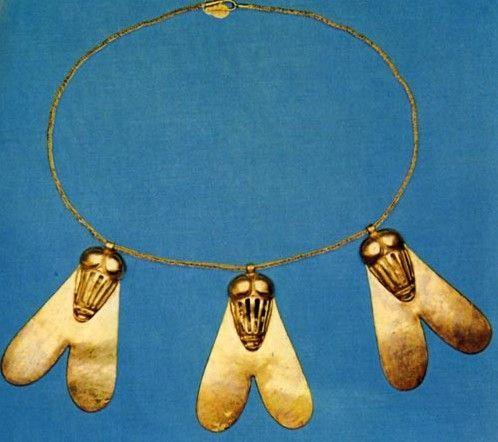¿Qué significado tenía un collar de moscas de oro para los egipcios?