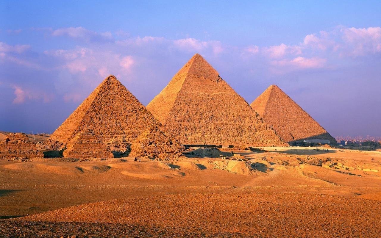 ¿Cómo se llaman las tres pirámides de Guiza?