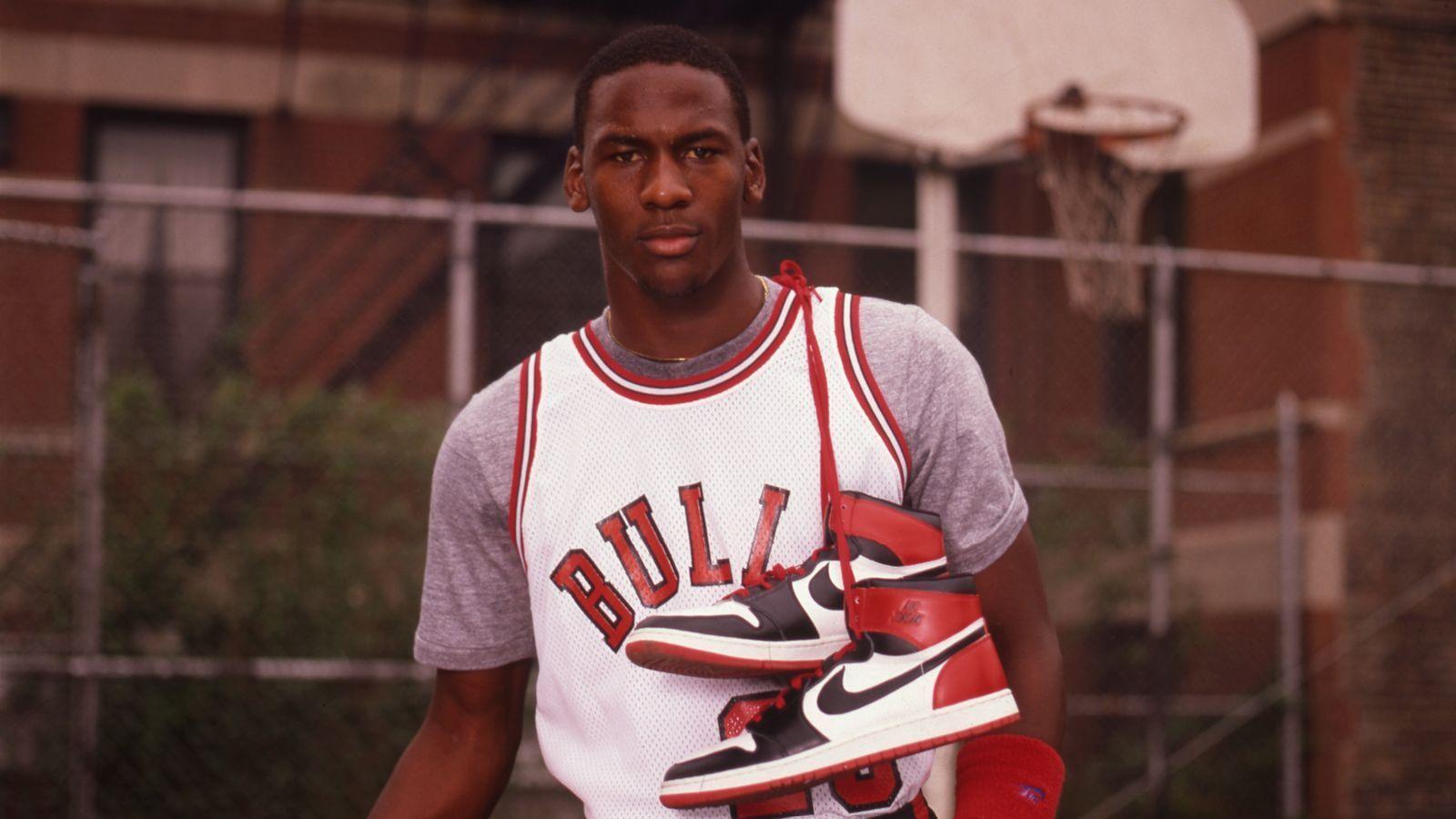 ¿Cuánto le multaban la NBA cada partido a Michael Jordan por llevar sus primeras Air Jordan?