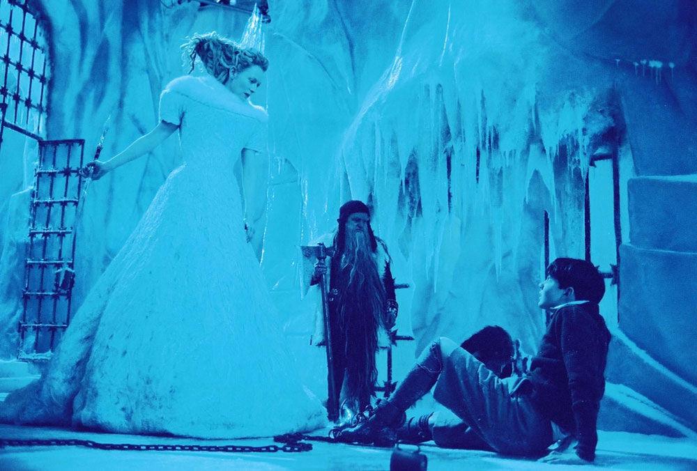 Edmund se escapa para ir a ver a la bruja. Al llegar a su castillo ella se lo lleva como prisionero. ¿A dónde?