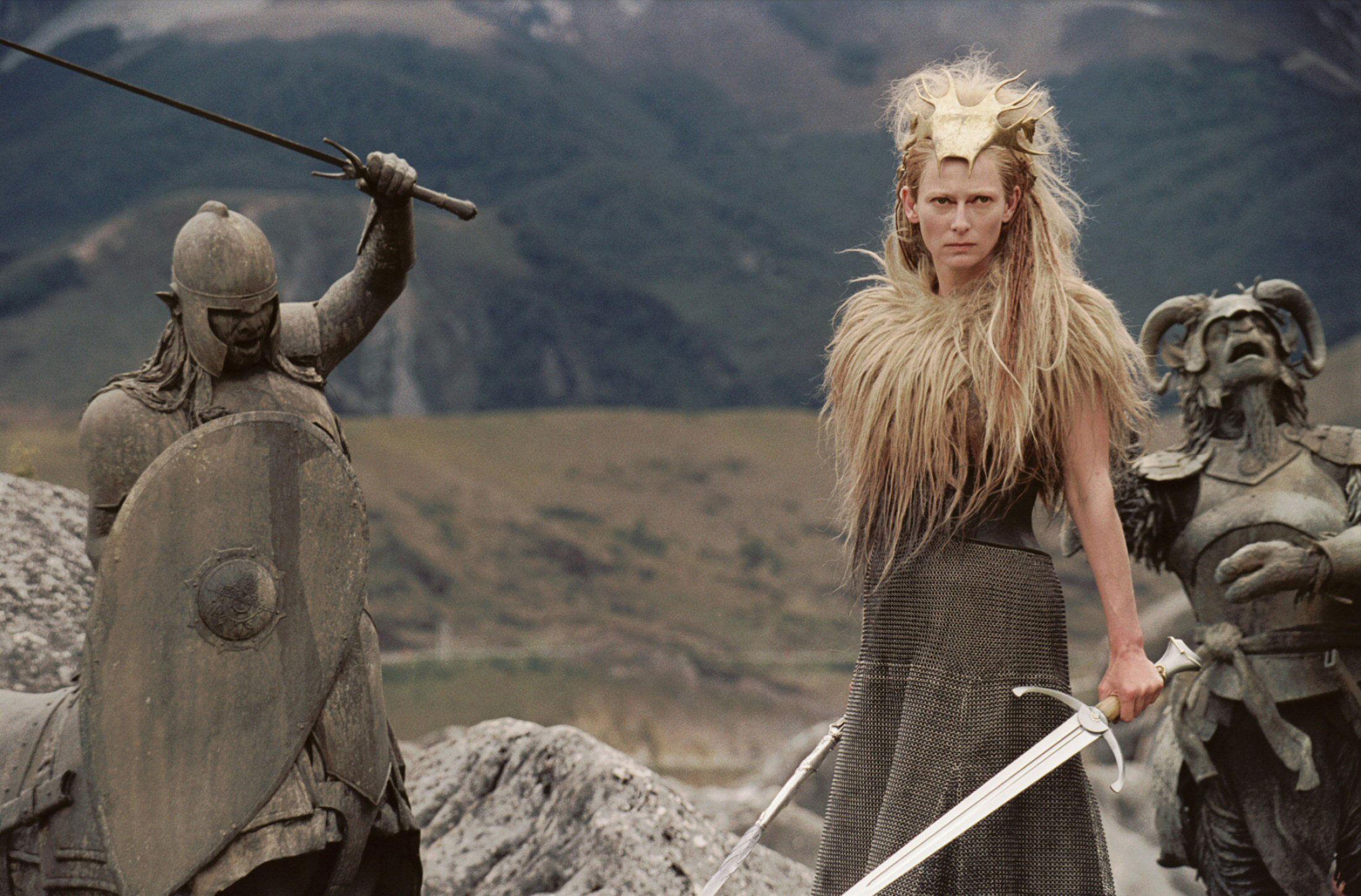 La Bruja porta un arma mortal, cuyos oscuros poderes nadie puede resistir. ¿Qué es y qué hace?