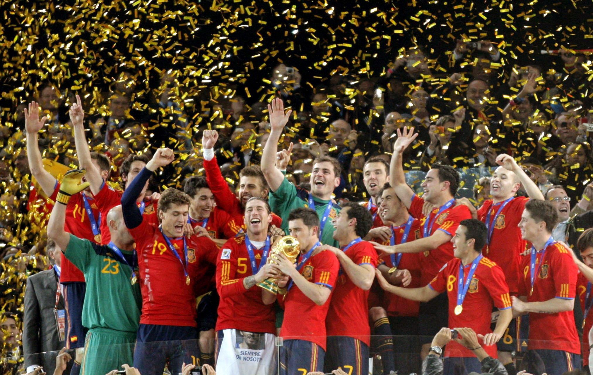 ¿Qué futbolista español salió en la portada del FIFA 2000 para España?
