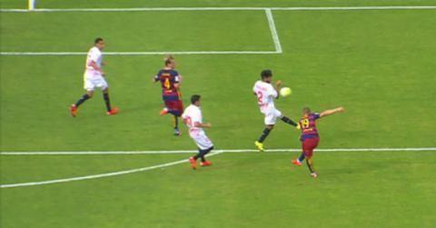 Penalti a favor del Madrid/Barcelona. En la repetición se ve que no era. ¿Cómo reaccionas?