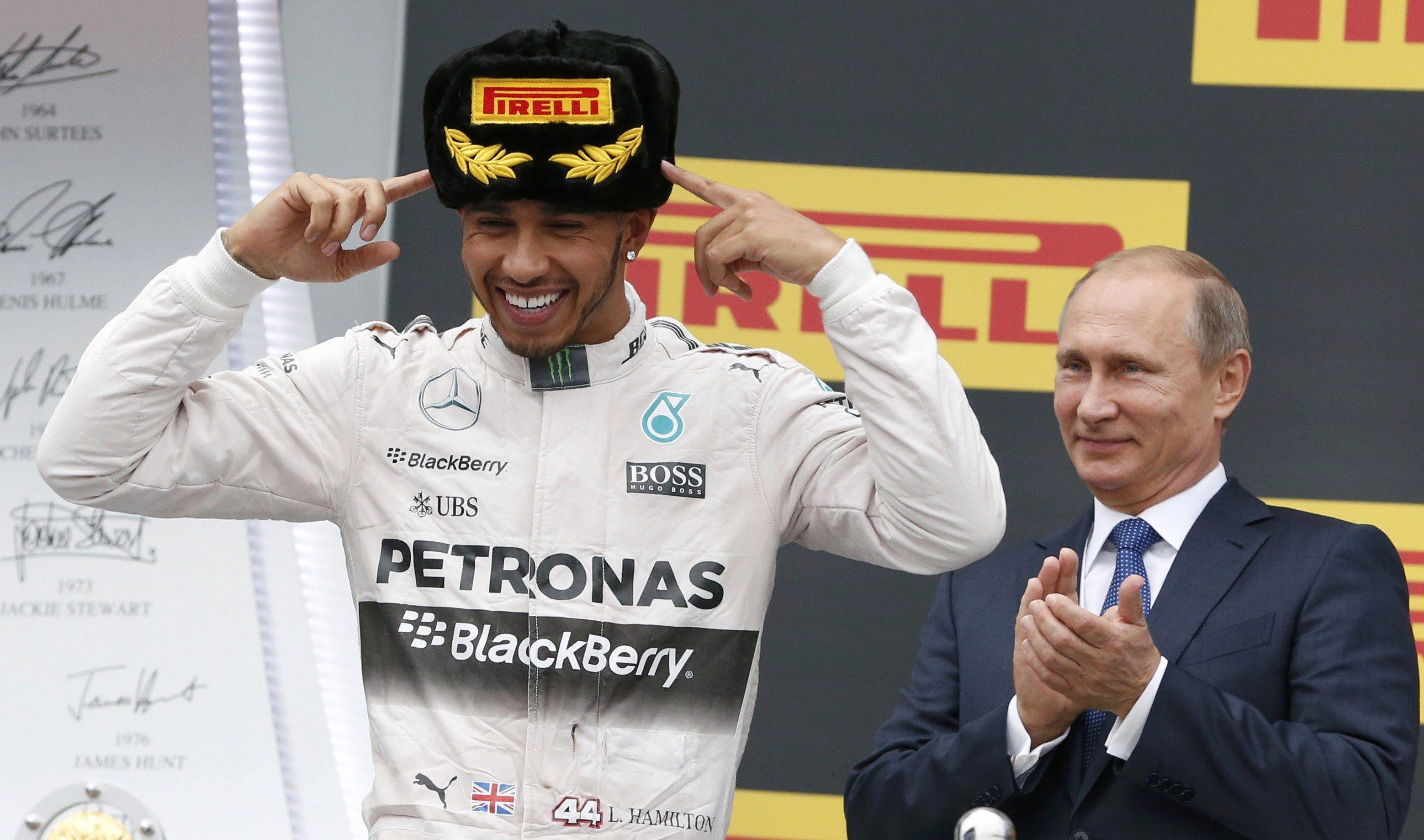 Con el de 2015, ¿cuántos campeonatos ha logrado el británico Lewis Hamilton?