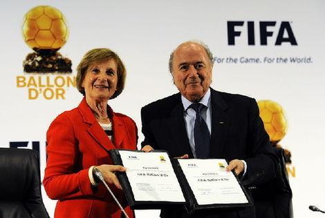 ¿En qué año se fusionaron los premios Balón de Oro y el Jugador Mundial de la FIFA en el