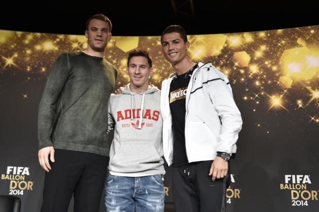 Desde 2010, ¿cuántos jugadores de los 18 posibles (6x3) han llegado al podium del Balón De Oro sin jugar en la liga española?