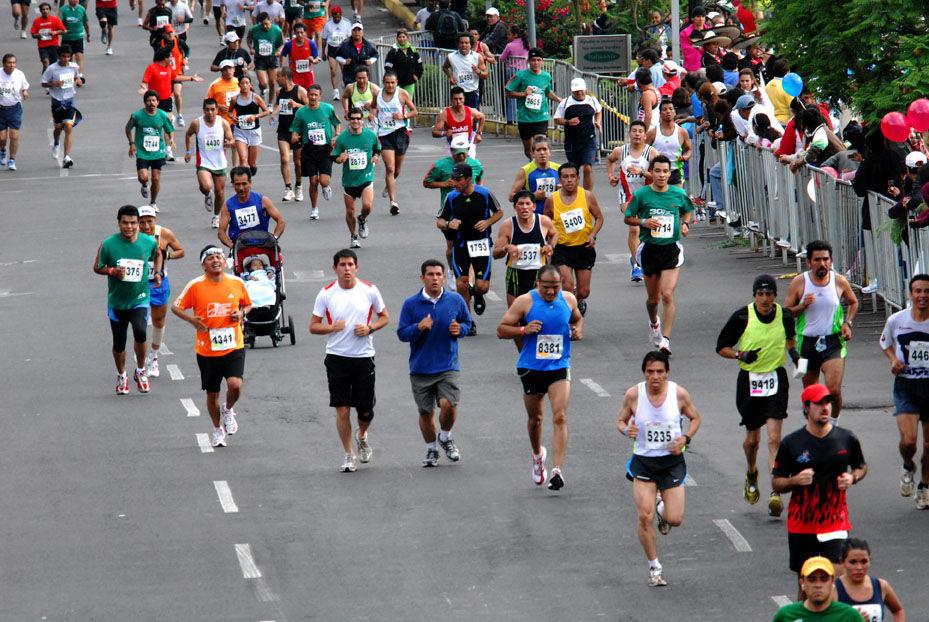 En una carrera, un corredor adelanta al que va segundo. ¿En qué posición se coloca?