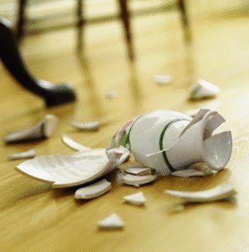 Acabas de romper el jarrón favorito de tu abuela ¿Cómo lo solucionas?