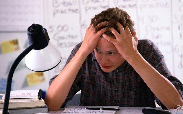 Mañana tienes un examen final y solo llevas la mitad del temario estudiado ¿Cómo te las arreglas?