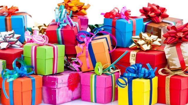 Te toca regalar algo a una persona aleatoria de un círculo de amigos ¿Qué regalas?