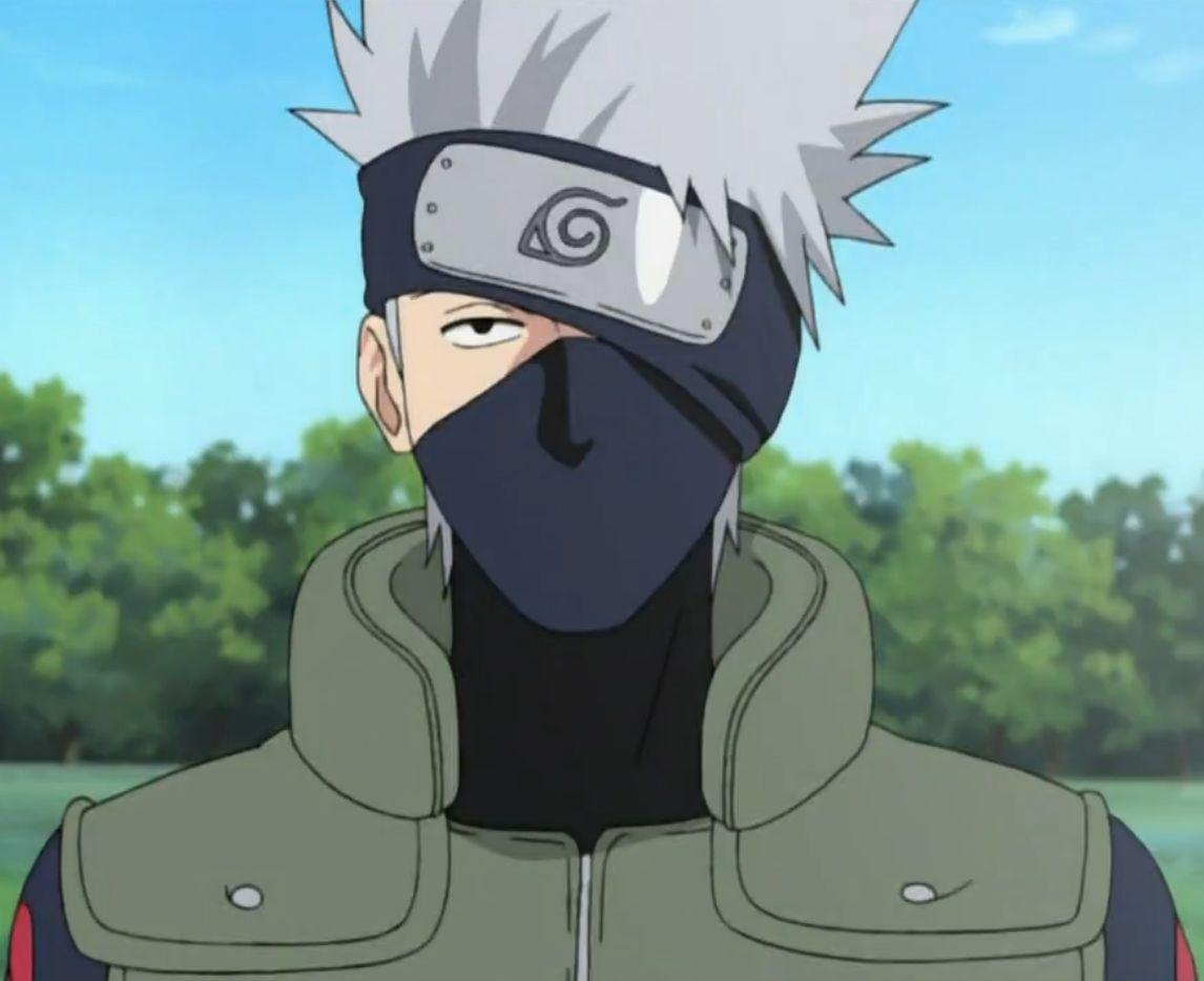 Kakashi Hatake es famoso por la máscara que le tapa media cara ¿Hay algún momento de la historia en el que se le vea sin ella?