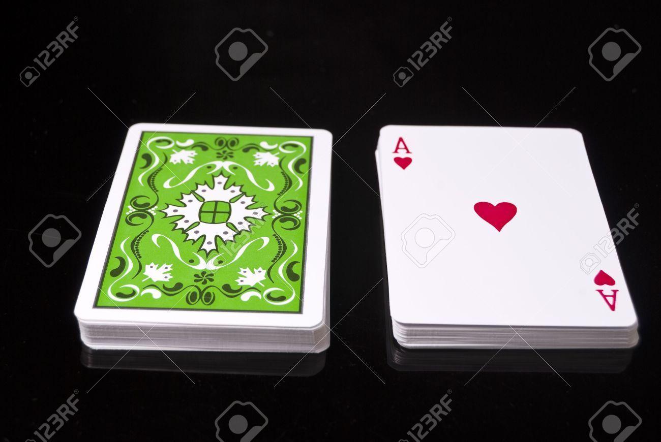 Antes de comenzar, busca en tu casa cualquier baraja de póker y coge de ella 6 cartas al azar, y un As de Corazones, en total 7