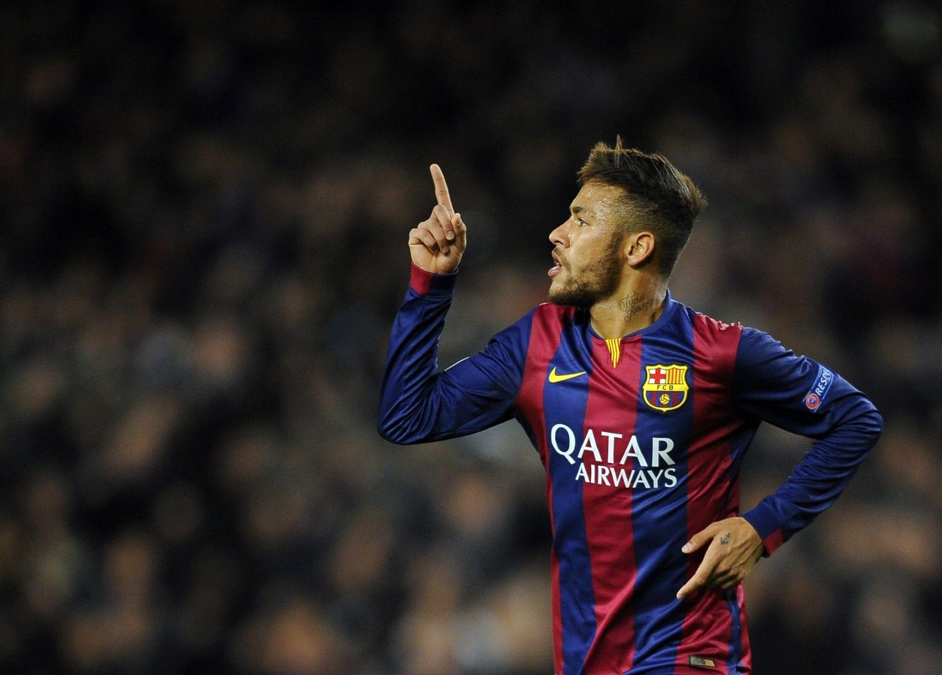 ¿Qué dice el tatuaje que Neymar tiene en el cuello?