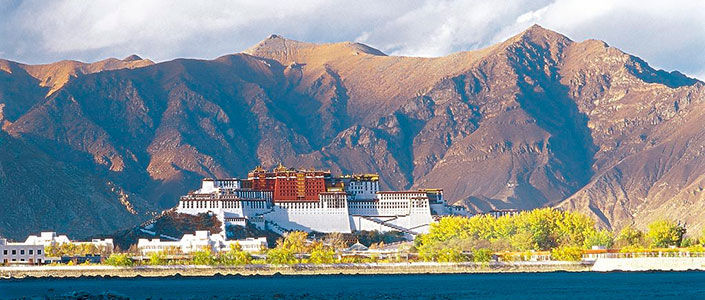 ¿Cuántos pisos presenta el Templo de Lhasa?