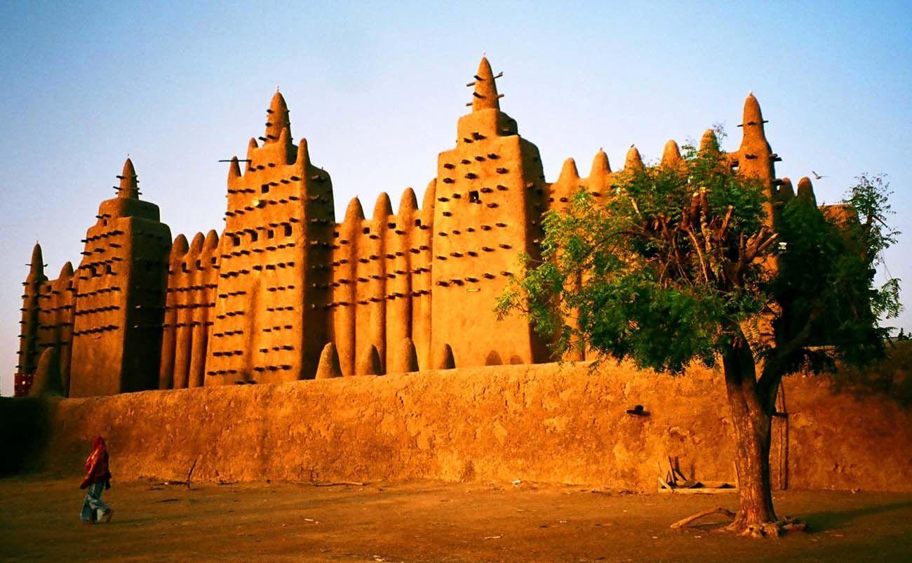 ¿Qué materiales presenta la Gran Mezquita de Djenné?