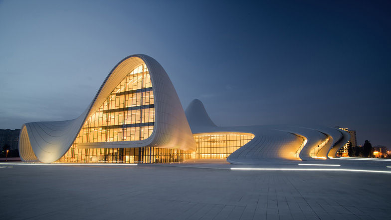 ¿De qué arquitecto/a es obra el Heydar Aliyev Center situado en Bakú?