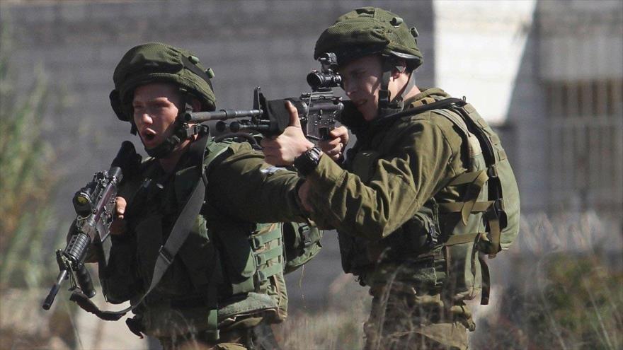 Teniendo el accidente o no, los militares piensan que estáis infectados. No os dejan subir y os disparan. Has muerto.