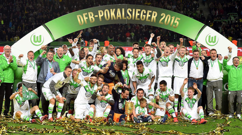 Vámonos ahora a la DFB Pokal, ¿cuántos equipos participan en esta?