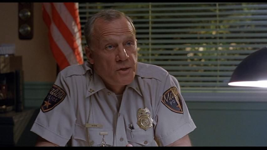 ¿Qué le tira el jefe de policía a El Nota?