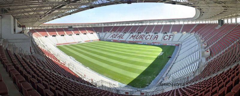 ¿Cómo se llama el estadio donde disputa sus partidos el Real Murcia?