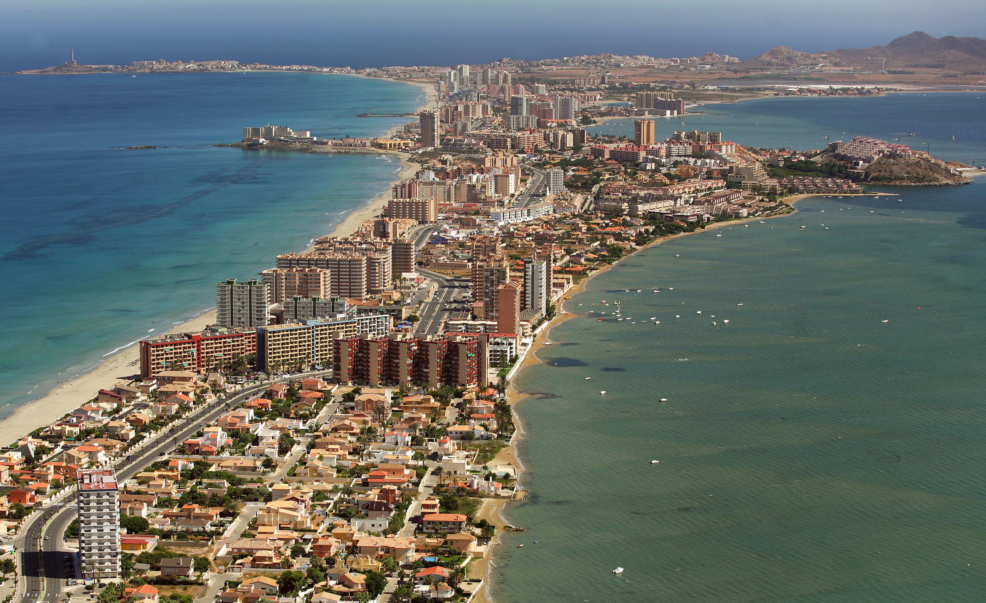 La Manga del Mar Menor es un brazo de arena de...