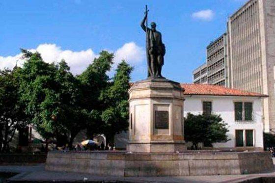 ¿Cuál es el nombre del conquistador español que fundó la capital de la república?