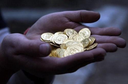 Encuentras un pequeño saco lleno de oro ¿Qué haces?