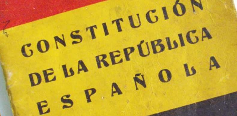 ¿En qué fecha se aprobó la Constitución vigente durante la Segunda República?