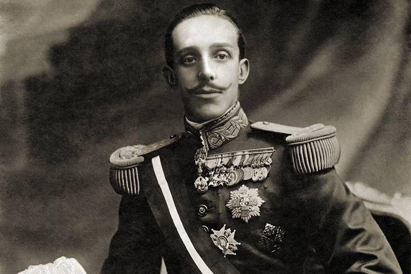 ¿Qué monarca reinó en España antes de la República?
