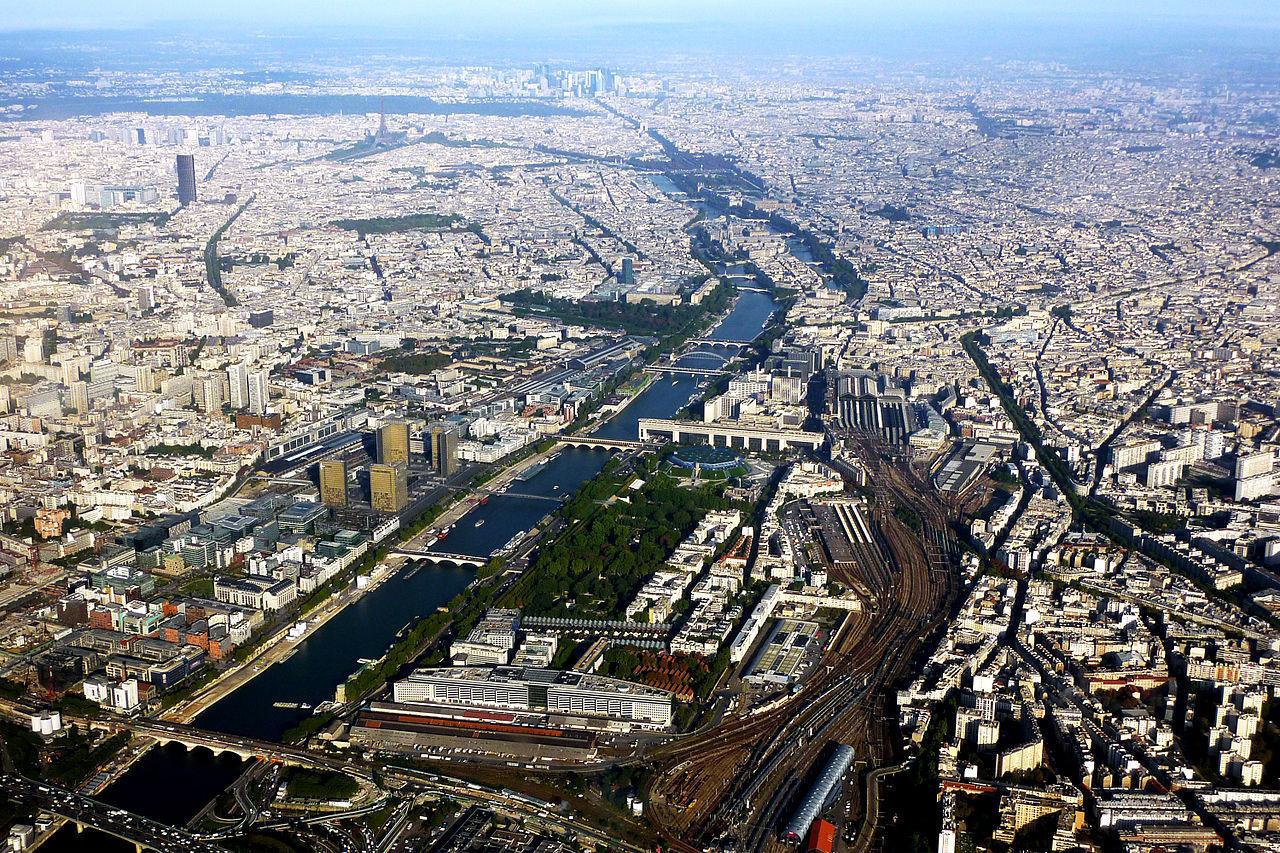El río que atraviesa París, ¿Qué nombre recibe?