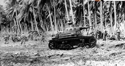 ¿Quién participó en las batallas de Guadalcanal y Midway?