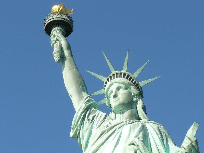 Existe una estatua de la libertad en París?