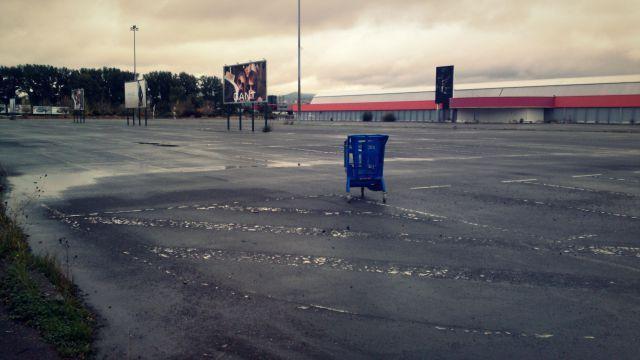 Hay un supermercado y tiene pinta de estar lleno de podridos... ¿qué haces?