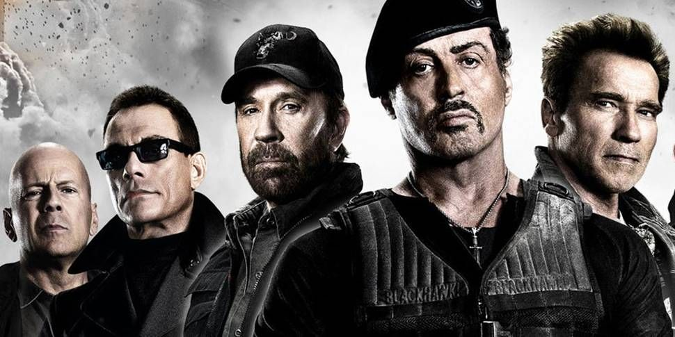 Se abre el telón y aparecen Bruce Willis, Chuck Norris, Schwarzenegger y un futbolista recomendado por MMD, ¿Quién sería?