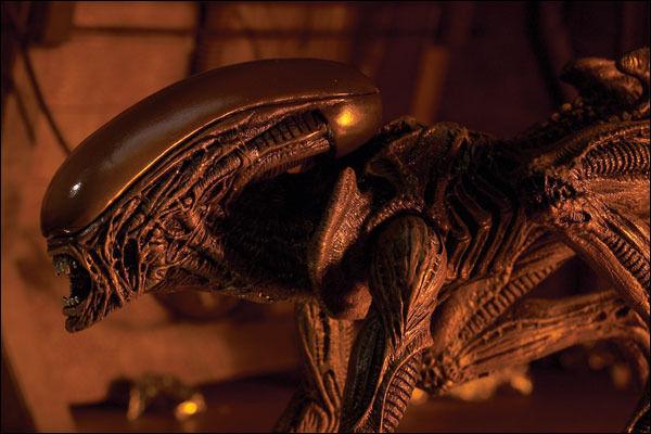 ¿Cómo muere el Alien perro en Alien 3?