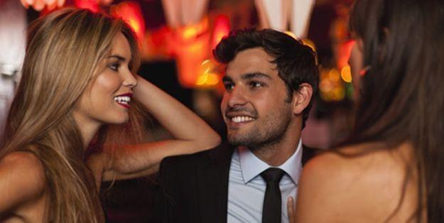 Has salido de fiesta con tu novio y sus amigos. De repente ves que una chica se ha acercado a hablar con él. ¿Qué piensas?